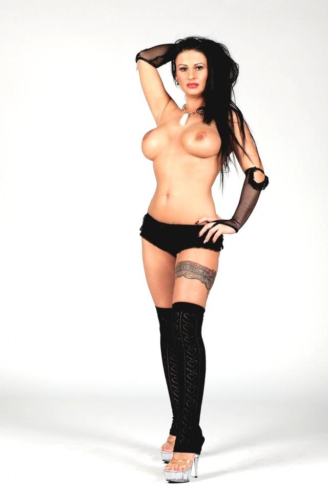 nahé čierne sex pics zrelé chlpaté mačička a veľké prsia